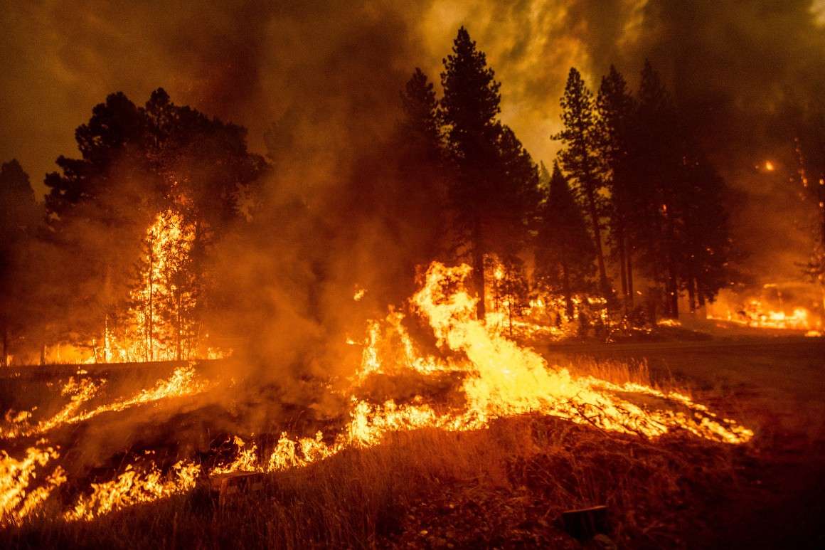 flames-from-the dixie-fire-spread